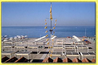 Albergo hotel raffaelli villa angela bagno raffaelli ombrelloni buffet spiaggia spiaggia - Bagno piero forte dei marmi prezzi ...